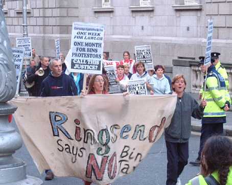 Ringsend arrive at Dail protest